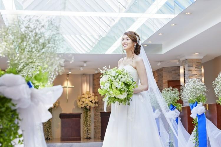 【お2人だけの結婚式プラン:24万円】本格挙式を自然光溢れるチャペルで。